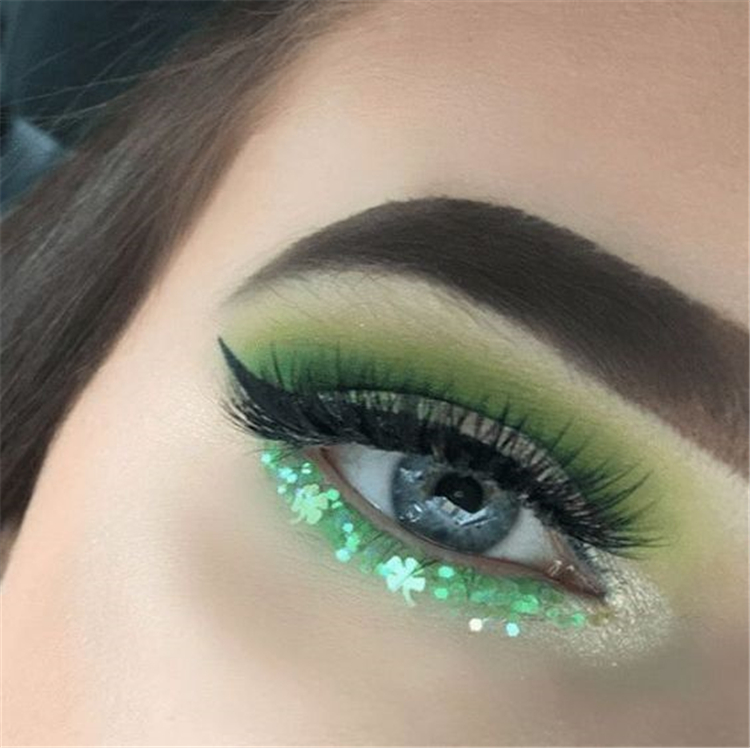 Stunning Christmas Green Eyeshadow Makeup Ideas You Must Know; Green Eyeshadow; Eyeshadow Makeup; Makeup Looks; Makeup Ideas; Christmas Green; Christmas Makeup; Holiday Makeup; Chic Makeup; #christmasmakeup #makeup #makeuplooks #eyemakeup #eyeshadow #greeneyeshadow