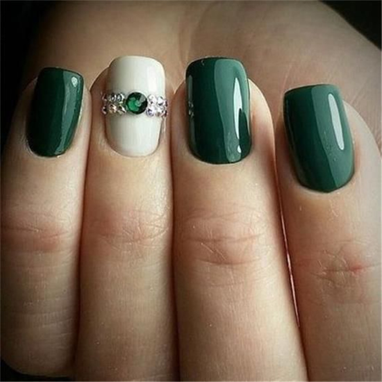 50 Elegant Emerald Christmas Green Nail Designs You Shoud Do For The Coming Valentine S Day Cute Hostess For Modern Women