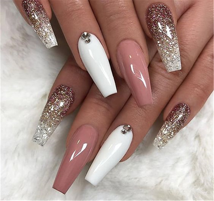 Stylish Winter Acrylic Coffin Nail Designs To Copy Right Now; Winter Nails; Winter Acrylic Nails; Acrylic Nails; Coffin Nails; Acrylic Coffin Nails; Winter Coffin Nails; Winter Nails; #winternails #coffinnails #acryliccoffinnails #wintercoffinnails #nails #naildesign #stylishnails #acrylicnails
