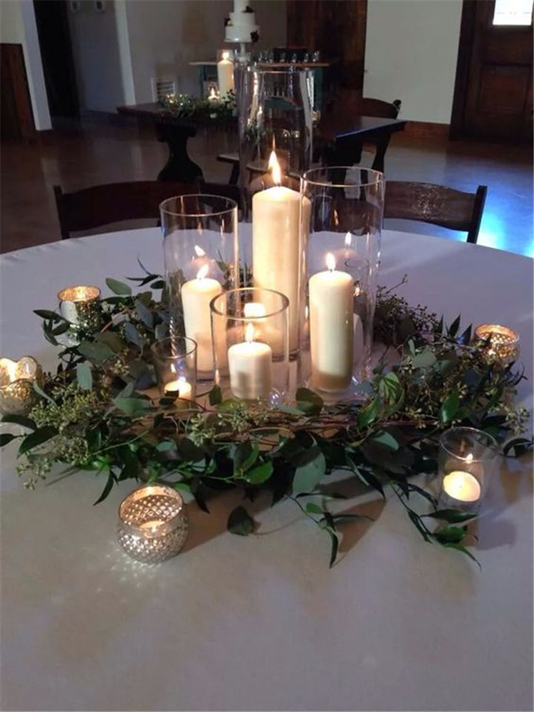 Romantic And Comfortable Rustic Winter Wedding Centerpiece Decoration Ideas; Rustic Winter Wedding; Rustic Wedding; Winter Wedding; Winter Wedding Centerpiece; Wedding Centerpiece Decoration; Centerpiece Decoration Ideas; Table Decor; Wedding Table Decor;