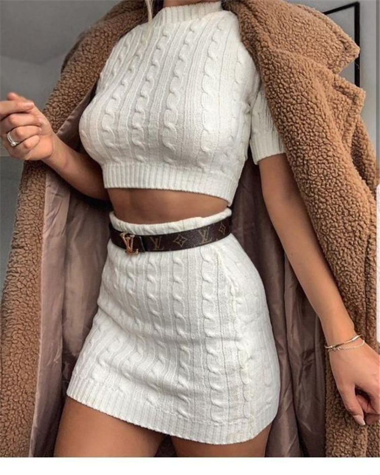 Gorgeous Winter Skirt Outfits To Copy Right Now; Winter Skirt; Skirt Outfits; Outfits; Winter Skirt Outfits; Gorgeous Skirt; Black Skirt; Skirt; Winter Outfits; #Skirtoutfit #skirt #winterskirt #winteroutfit