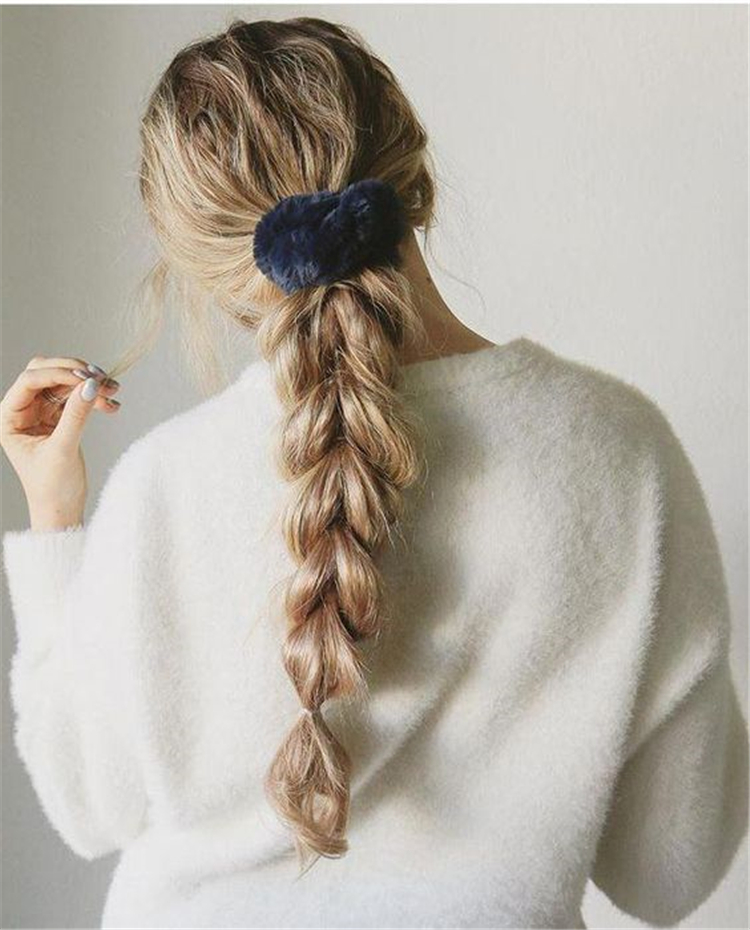 Gorgeous And Easy Winter Hairstyles For Long Hair You Must Know; Winter Hairstyles; Easy Winter Hairstyles; Hairstyles; Ponytails; Gorgeous Winter Hairstyles; Long hair; Hairstyle For Long hair;