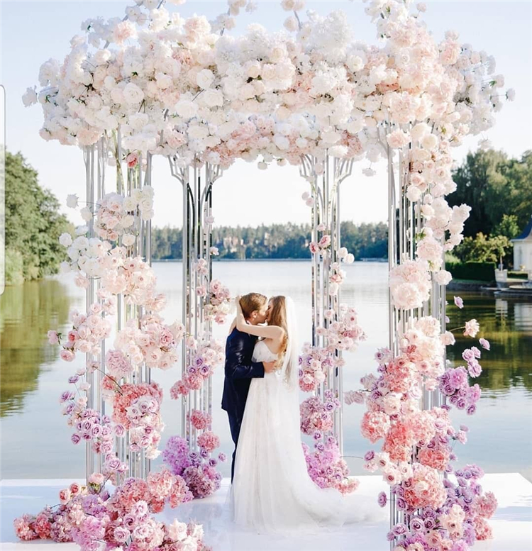 Dreamy And Fantastic Wedding Decoration Ideas For Your Inspiration; Wedding; Wedding Place; Wedding Art; White Flower For Wedding;Wedding Roses; Amazing And Gorgeous Wedding Decoration Ideas; Wedding Decoration Ideas; Wedding Place Decoration Ideas;