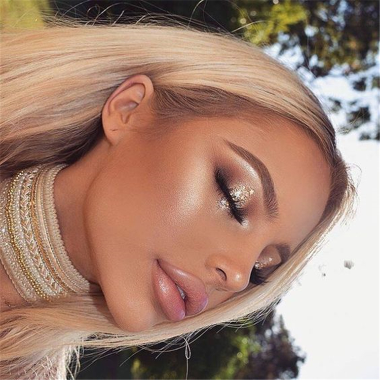 Chic And Natural Summer Makeup Ideas You Need To Try; Makeup; Summer Makeup; Natural Summer Makeup; Makeup Ideas; Summer Makeup Ideas; Natural Summer Eye Makeup; Shimmery Makeup; Shimmery Summer Makeup;