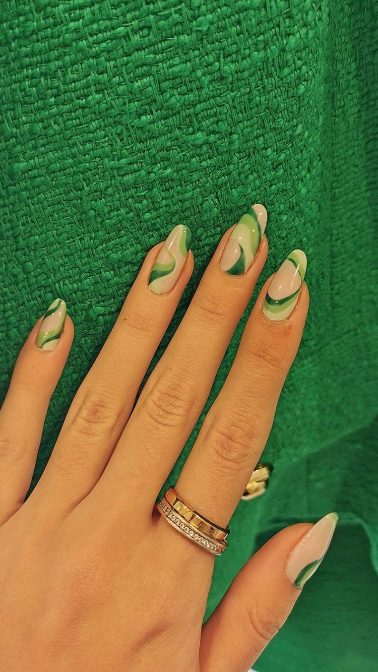Simple But Gorgeous Minimalist Nail Designs For You; Minimalist Nail Design; Minimalist Nail; Nail; Nail Design; Stylish Nail; Short Square Minimalist Nail; Coffin Minimalist Nail; Almond Minimalist Nail; #nail #naildesign #minimalistnail #minimalistnaildesign #squareminimalistnail #coffinminimalistnail #almondminimalistnail