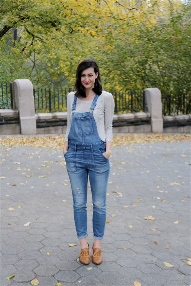 Back To School Fall Outfits To Make You Look Stunning; Fall Outfits; Fall School Outfits; School Outfits; Back To School Outfits; Oversize Sweater Outfits; Overall Outfits; Denim Jacket Outfits; Fall Season; #falloutfits #outfits #schooloutfits #fallschooloutfits #backtoschooloutfits #oversizesweateroutfits #overalloutfits #denimjacketoutfits