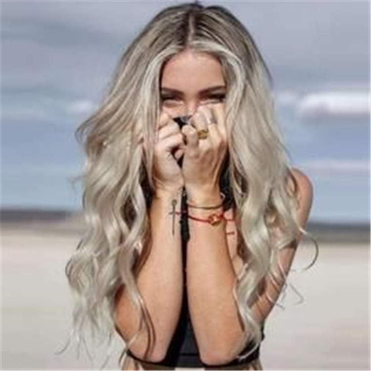 Elegant And Charming,hairstyles,Mid-Length Hair,Autumn hairstyles,Medium Length Straight Hairstyle,Clavicle slightly curled hairstyle,Big wavy long hair hairstyle