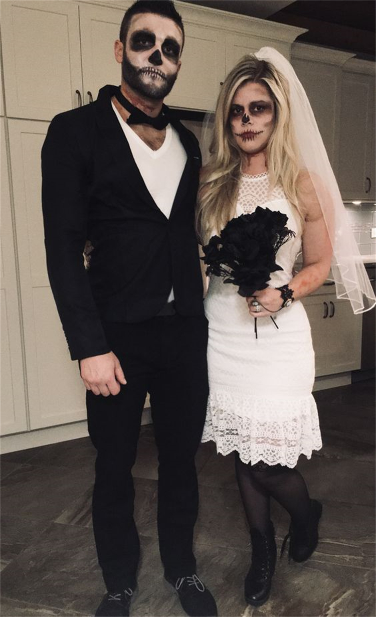 Adorable Couple Goal Texts To Make You Wanna Fall In Love; Halloween Costumes; Halloween; Halloween Costumes Ideas; Clown Halloween Costumes; Ghost Halloween Costumes; Bunny Halloween Costumes; Dead Braid Halloween Costumes; #halloween #halloweencostumes #halloweendesign #clowncostumes #bunnycostumes #deadbraidcostumes #couplehalloweencostumes #couplecostumes
